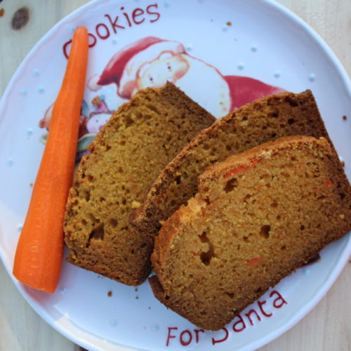 Reindeer loaf Christmas snack bread. Moist bread. Healthy bread with carrots and apple. #christmasrecipe #breadrecipe #christmastreats #holidaybaking #santasplate #healthybread #carrots #apple #diyfood #kidfriendlyrecipe #tastybread