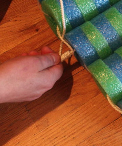 Tighten rope for fisherman's knot