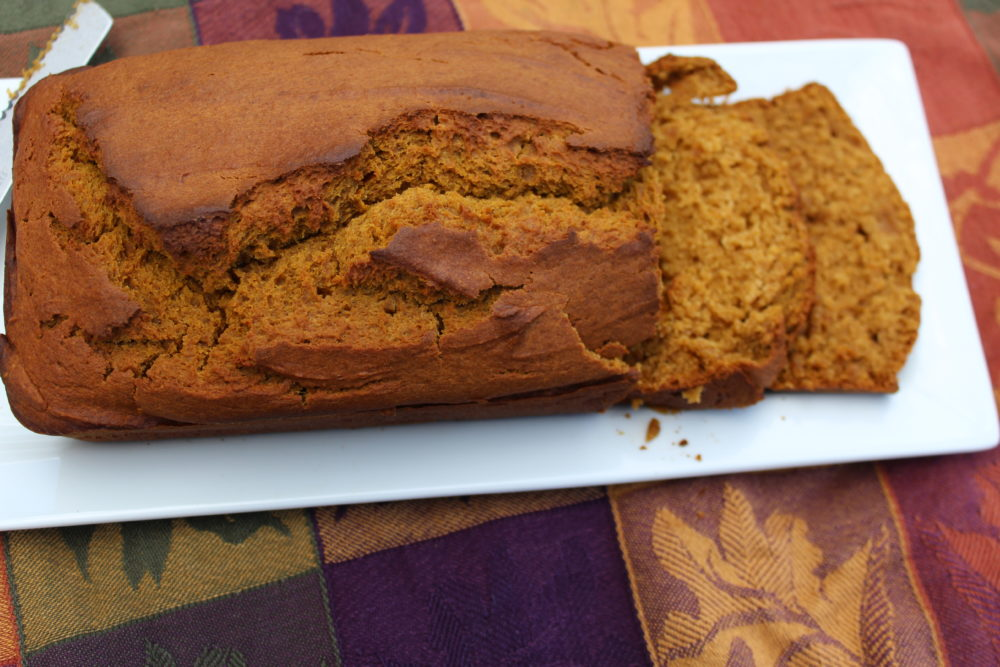 Maple Cinnamon Pumpkin Bread with slices-easy-maple-cinnamon-pumpkin-bread-easy-fall-recipe-snack-bread #pumpkinrecipes