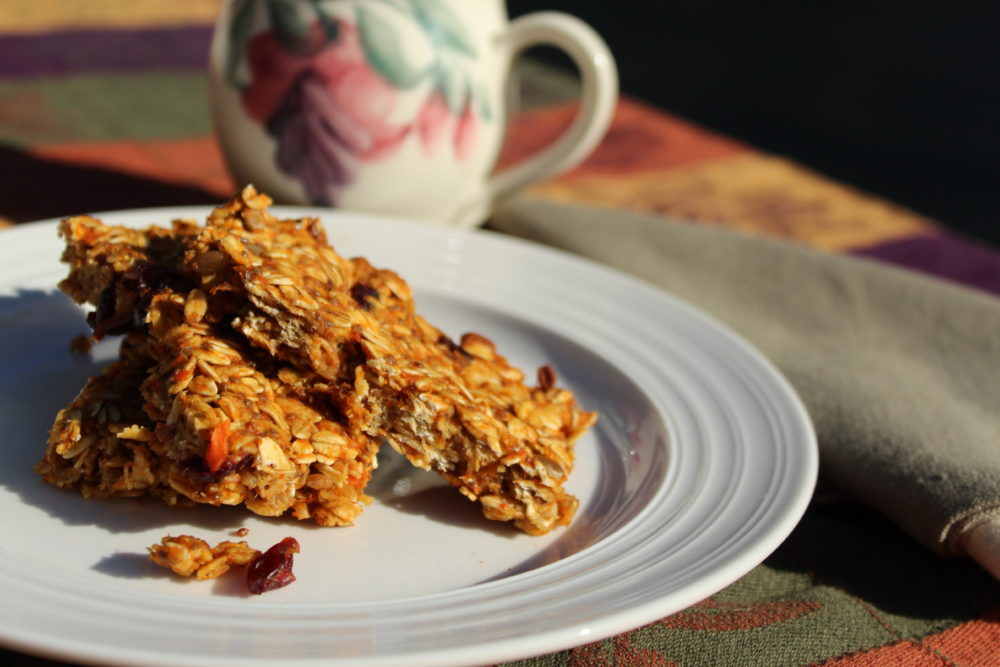 Healthy Chewy Homemade Carrot and Banana Granola Bars. easy recipe for breakfast or a snack. Breakfast-granola-bars. #snack #breakfasttime #healthy