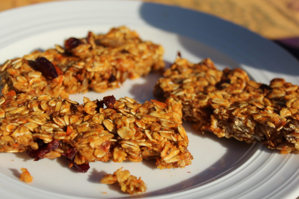 Healthy Chewy Homemade Carrot Banana Granola Bars An easy to make healthy recipe #easyrecipe #breakfastitem #quickbreakfast vegetarian