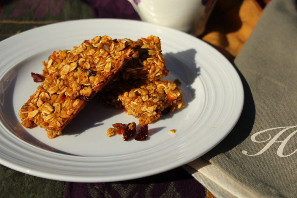 Healthy Chewy Homemade Carrot Banana Granola Bars. A healthy easy to make breakfast item or snack food. #vegetarian #snackfoods #fingerfoods Yummy healthy food both adults and kids will love. A kid friendly recipe.