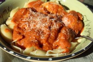 Homemade Tomato Squash Pasta Sauce. #vegetarian #vegetarianfoods #vegetarianrecipes #easyrecipes #pastarecipes #fallfoods #squashrecipes #fastrecipes #maindish #easyhomemadesauce