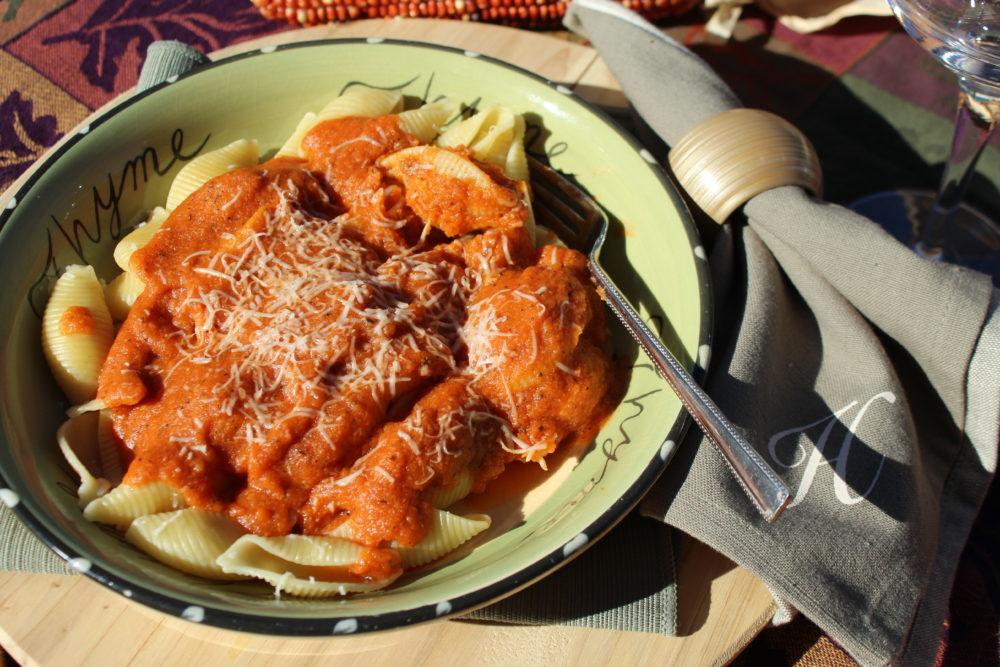 Homemade Tomato Squash Pasta Sauce a delicious vegetarian main dish. #vegetarian #vegetarinfood #vegetarianrecipes #fallfoods #fallrecipe #squashrecipe #easytomake #maindish #homemadesauce