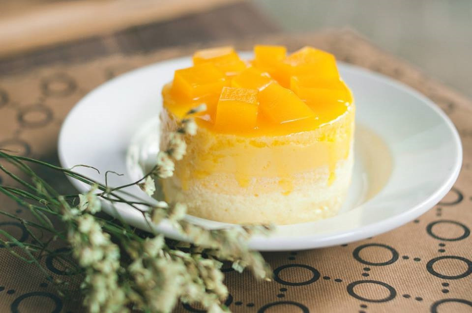The-easiest-mango-mousse-recipe-you'll-love. Easy-to-make-desserts. Easy-to-make-dessert-recipe. Desserts-made-with-fruit.