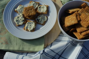 Baked Zingy Mustard Triscuits with Spinach Dip. Appetizer-recipe-for-parties #appetizers #appetizerrecipe #fingerfood #partyfood #appetizersforacrowd #appetizersforaparty #easyrecipe #easycooking