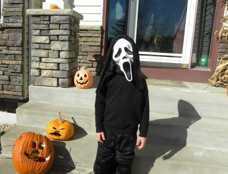 10 Ideas for Tweens and Teens To Do on Halloween. #halloween #kidsincostume #Halloweencostume