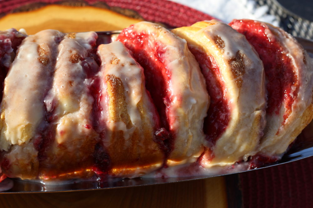 Easy Frosted Raspberry Filled Biscuit Loaf. Breakfast, dessert, or snack biscuits. #breakfastrecipe #breakfast #breakfastlover #brunchrecipe #dessert #easyrecipe #easycooking #biscuits #breakfasttime