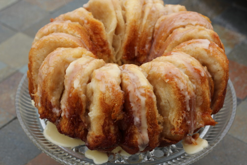 Apple Cinnamon Biscuit Bundt Bread Wreath. Christmas recipe for breakfast, brunch, dessert. Easy enough for everyday, elegant enough to serve guests for entertaining. #christmasrecipes #christmasbaking #holidaybaking #entertaining #easyrecipes #brunch #brunchideas #breakfast #breakfastrecipes #christmastreats #biscuits
