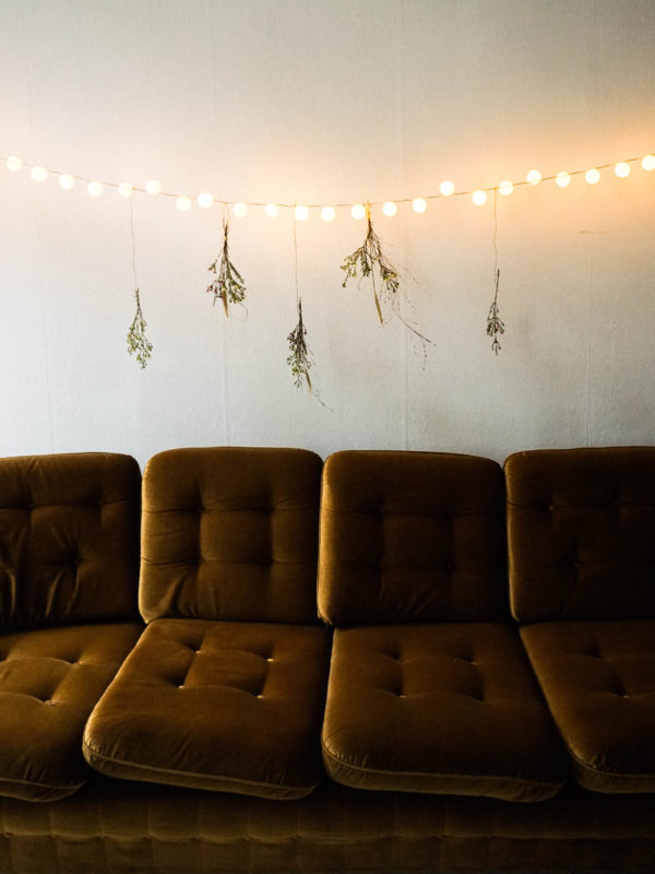 Easy DIY Ping Pong Ball Lights home lighting decoration with flowers #diy #homelighting #homedecor #easydiy #lighting #frugaldecorationg #frugaldiy #holidaydecorating