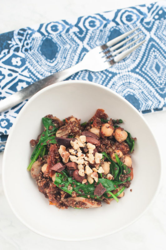Mediterranean Quinoa for Meatless Monday #vegetarian #vegetarianrecipes #Vegetarianrecipe #quinoa #meatlessmonday #meatless