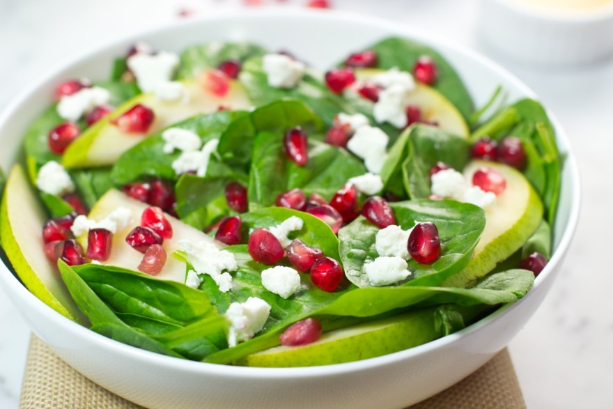 Pomegranate Spinach Salad with Apple Cider Viniagrette #salad #saladrecipe #sidedish #vegetarian #vegetarianrecipe #spinach #lunchideas #dinnertime #recipe #vegetable
