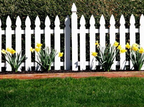 11 Steps to Installing Your Own White Picket Fence
