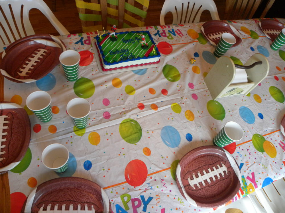 Tips to Surive a Kids Birthday Party #partyideas #kidspartytideas #host #party #kids #birthdayparty #partyideas #kidsbirthdayparty #partyfood #partyplanning