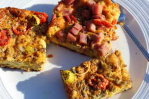 Tomato Basil Hybrid Vegetarian & Ham Croissant Crust Quiche. #quiches #quiche #quicherecipe #breakfast #breakfastrecipe #hybrid #brunch #brunchideas #lunch #eggs #tomato #recipeoftheday #easyrecipes #vegetarian #vegetarianrecipes #entertaining #hosting