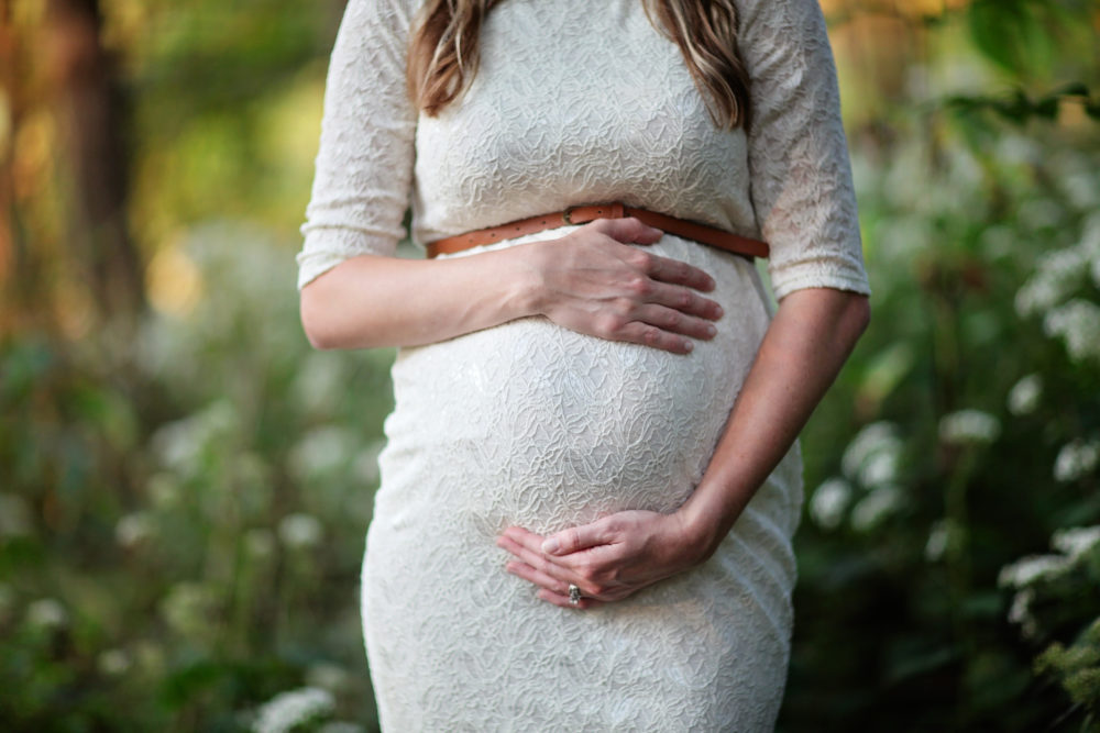 How to Survive Severe Varicose Veins in Pregnancy plus 15 tips for pregnant women with varicose veins. #momstobe #pregnant #pregnancy #healthcare #motherhood #moms #varicoseveins #helpforvaricoseveins