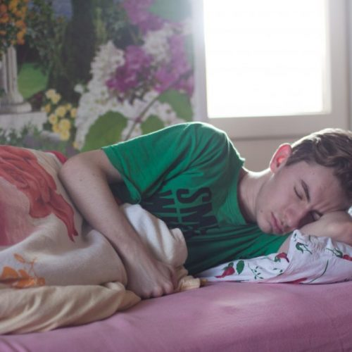 5 Easy Natural Ways to Help Your Teen Sleep Better