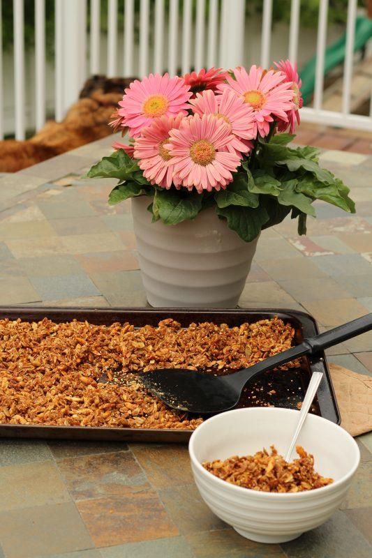 Easy homemade granola recipe for breakfast. Make your own cereal. #granola #homemadegranola #cereal #healthyrecipe