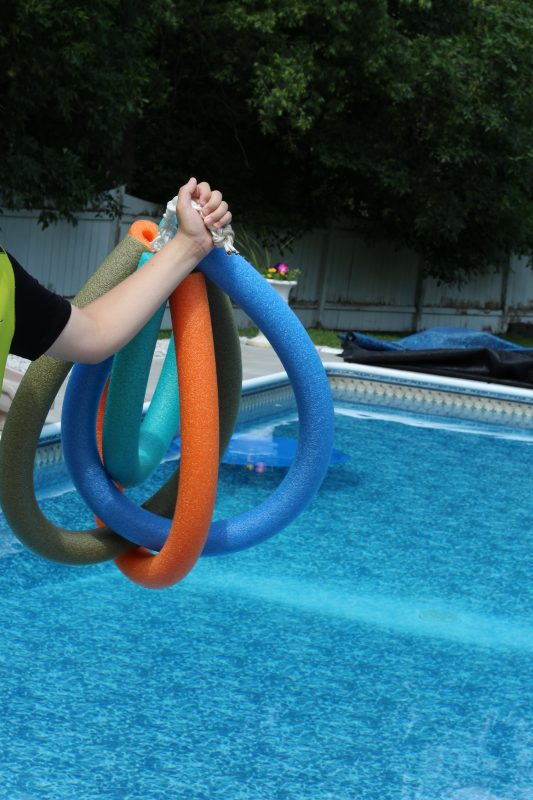 Pool Floaty complete and play with it by chucking it into pool. DIY pool floaty toy made with pool noodles and rope. An easy to make toy. Summer crafts for kids and adults. Swimming pool toys.