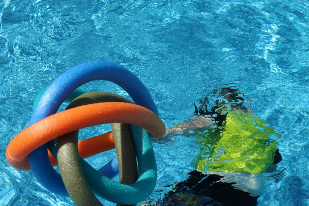 DIY Pool Floaty Toy Made with Pool Noodles Pull it along while swimming underwater.