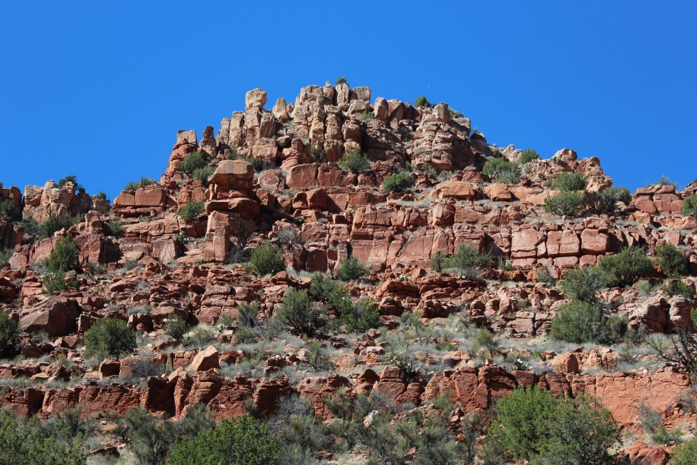 Top Money Saving Tips for a family vacation fund. Visit Arizona for family vacation idea. Gorgeous red rock formations at the Verde Canyon scenic view on the rail tours