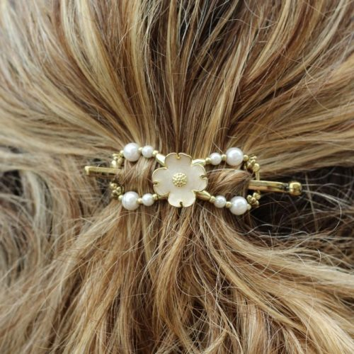 Beautiful hair accessories for women and girls. Hairdo options for any day and special occasions. Easy hairdo for busy moms. #hairclip #hairaccessories #womenshair #hairaccessoriesforgirls
