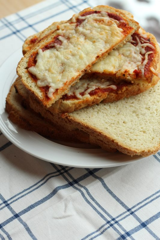 Delicious Breadmaker Bread Toast Pizza. A crunchy crispy crust pizza that can easily be made vegetarian or with meat. An easy yummy dinner recipe.