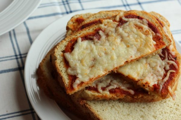 Delicious Breadmaker Bread Toast Pizza recipe for lunch or dinner. A pizza recipe with a crispy crust made from slices of pizza bread. Make it vegetarian or with meat. Great for a split table family to customize to tastes.