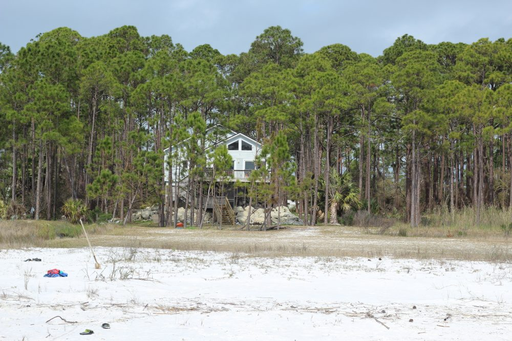 Gulf of Mexico Oceanfront Vacation Rental for a Family Trip to Florida. Family vacation rental in Florida on the beach.. Frugal and fun family vacation ideas. House rentals.