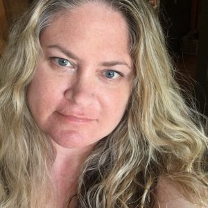 Julie Hoag lifestyle blogger, writer, author