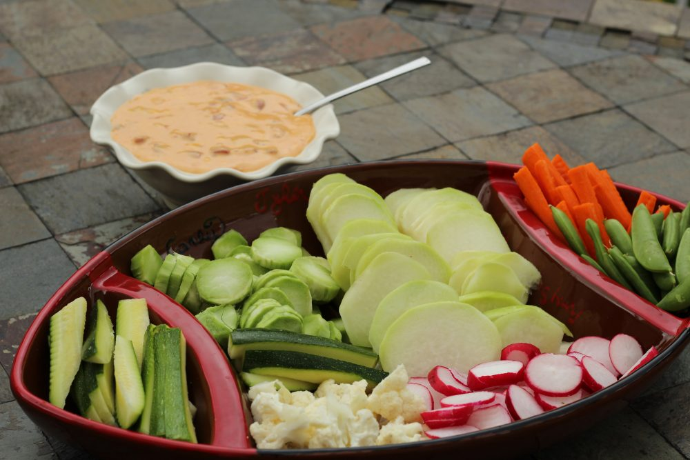 Low calorie veggie queso platter