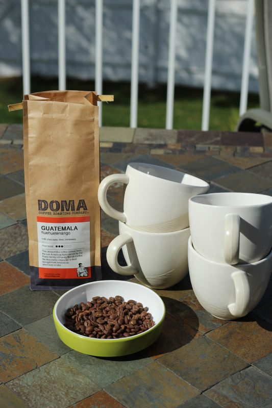 Guatemalan coffee beans, bag, four mugs